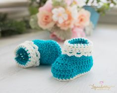Ok, how cute are these little booties???  Even more adorable, it's finished with a lace trim at the cuff!  Eeek!  Would you like to make these too?  OK!  You'll find my tutorial below! 😊 Materials Lightweight Baby Yarn in cream color and bright teal. Crochet Hook size G (4.00MM) Shoe Sole Round 1:  Using cream or teal color …
