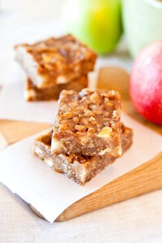 Caramel Apple Bars (GF) - Peanut butter, white chocolate, apples & oats are in these soft & chewy bars that are loaded with caramel! Easy, no-mixer recipe at averiecooks.com