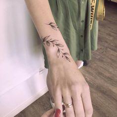 Vine Tattoos, Forarm Tattoos, Body Art Tattoos, Sleeve Tattoos, Tatoos, Ankle Tattoos For Women, Tattoos For Women Small, Small Tattoos, Wrap Around Wrist Tattoos