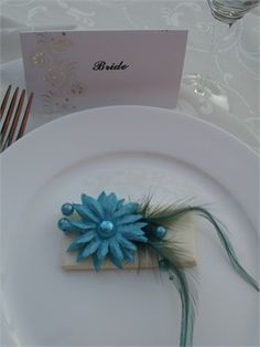 ChocoArt Chocolate Wedding Favours. Pretty daisy flower, pearls and feather design.Paper available in a variety of colours.Personalised nametag attached on request.