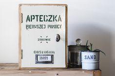 Apteczka – Sprzedaż i renowacja mebli