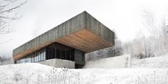 Built by Chevalier Morales Architectes in , Canada Located outside the village of Sutton, in Quebec's eastern townships, the Roy-Lawrence Residence is set in a vast est. Cantilever Architecture, Architecture Résidentielle, Contemporary Architecture, Amazing Architecture, Montreal Architecture, Contemporary Houses, Futuristic Architecture, Modern Lighting Design, Modern Design