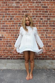 Beyonce looks angelic in lacy white mini-dress - Celebrity Fashion Trends Fashion Mode, 50 Fashion, Fashion Looks, Street Fashion, Fashion Beauty, Fashion Trends, 50 Style, Mode Style, Destiny's Child