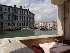 Beautiful view from a restaurant next to the Rialto Bridge. Visit Venice, Rialto Bridge, Romantic Destinations, Places Around The World, Beautiful Places