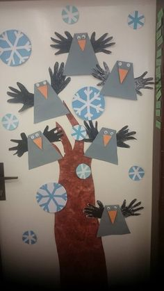 Crow bulletin board idea for kids crafts and worksheets for preschool toddler and kindergarten Winter Crafts For Kids, Fall Crafts, Art For Kids, Christmas Crafts, Preschool Crafts, Kids Crafts, Paper Folding Crafts, Snow Theme, Origami