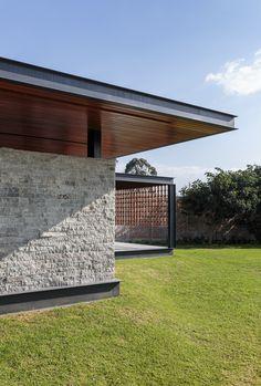 Galerie de l& / Ten + Muller Architects - 3 Tropical Architecture, Residential Architecture, Architecture Details, Casa Patio, Patio Roof, Villa, Facade Design, House Design, Modern Architects