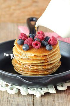Panquecas de requeijão com frutos silvestres/Farmer's cheese pancakes with berries Ingredientes: 200g farinha T65 170g requeijão 200ml leite 2 ovos 1/2 colher(chá) bicarbonato de sódiu 2 colheres (sopa)óleo 1colher(chá)raspa limão 1colher(chá) extrato baunilha