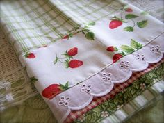 Strawberry theme tea towel with gingham. Easy Sewing Projects, Sewing Crafts, Sewing Ideas, Dish Towels, Tea Towels, Hand Towels, Strawberry Patch, Strawberry Tea, Strawberry Fields