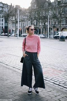 Picking pink, again - polienne Looks Street Style, Casual Street Style, Tomboy Outfits, Mode Outfits, Pink Sweater Outfit, Teen Fashion, Winter Fashion, Looks Pinterest, Normcore