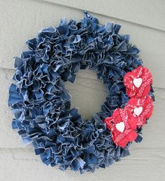 Craft Ideas Using Old Denim Jeans Beautiful wreath created from recycled denim! Featured wreath created from recycled denim! Jean Crafts, Denim Crafts, Fabric Crafts, Sewing Crafts, Sewing Projects, Upcycled Crafts, Sewing Diy, Sewing Tutorials, Wreath Crafts