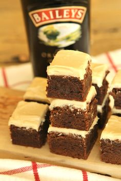 Irish Cream Brownies are a very fudgy brownie recipe with Baileys Irish Cream liqueur baked into them and Irish Cream frosting spread on top too. Irish Cream Drinks, Irish Cream Cake, Baileys Irish Cream, Fudgy Brownie Recipe, Brownie Recipes, Dessert Recipes, Dessert Ideas, Yummy Recipes, Recipies