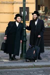 Orthodox Jewish men leaning on lamp-post. - Lonely Planet Images    399 x 600 | 48.1 KB  www.lonelyplanetimages.com    600 x 451 | 47.3 KB