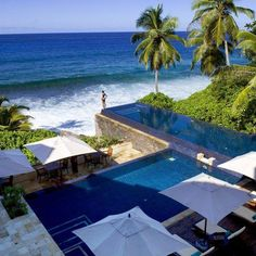 A pool by the ocean is perhaps the best location for any pool.