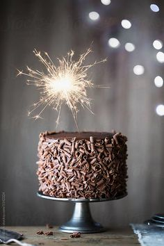 Happy birthday cake for men with candles ideas Birthday Cakes For Men, Happy Birthday Torte, Birthday Wishes Cake, Happy Birthday Video, Happy Birthday Wishes Cards, Happy Birthday Celebration, Celebration Cakes, Happy Birthdays, Happy Birthday Whiskey