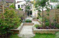 Den Garten Mit Einem Gartenweg Teilen, Der Aus Hochbeeten Gebildet Wird
