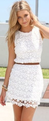 Vestido de renda branco                                                                                                                                                                                 Mais