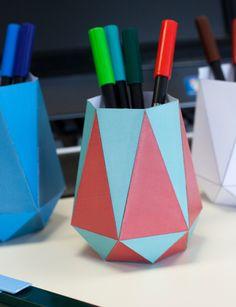 Ausgefallene DIY Stiftebecher aus Papier   #pen, #store, #clean ,#paper, #papercraft, #diy, #pdf