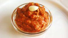 Aus Paprika und Aubergine lässt sich ganz leicht eine leckere Creme zaubern ➤ Als Aufstrich für ein Paleo Brot oder als Dip für rohe Gemüse-Sticks.