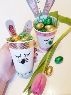 Easter bunnies made of paper cups make an Easter nest - DIY instructions - SIMPLYLOVELYCHAOS Today there is a small craft project for Easter: Simple Easter bunnies made of paper cups. I think the Easter Pot Mason Diy, Mason Jar Crafts, Easter Baskets To Make, Chalk Paint Mason Jars, Christmas Bows, Wine Bottle Crafts, Easter Bunny, Craft Projects, Diy Crafts