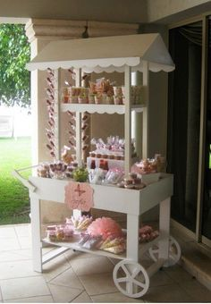 Resultado de imagen de how to make a collapsible candy cart Candy Table, Candy Buffet, Dessert Bars, Dessert Table, Stage Patisserie, Sweet Carts, Bar A Bonbon, Craft Booth Displays, Candy Cart
