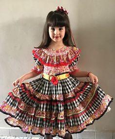 Lindo muito criativo African Dresses For Kids, Dresses Kids Girl, Little Girl Dresses, Kids Outfits, Flower Girl Dresses, Abaya Fashion, Lolita Fashion, Baby Dress Design, Fancy Dress For Kids