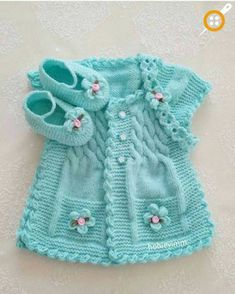 Discover thousands of images about Hermoso chaleco de bebe color turqueza con botines y cintillo.lace baby jacket knit with crochet accents from asian magazine found in russian site httpwwwliveinternetruusersbaby charts included - PIPicStatsThis Pin Knitting For Kids, Baby Knitting Patterns, Baby Patterns, Knitting Ideas, Baby Girl Vest, Baby Dress, Baby Baby, Baby Sweaters, Girls Sweaters