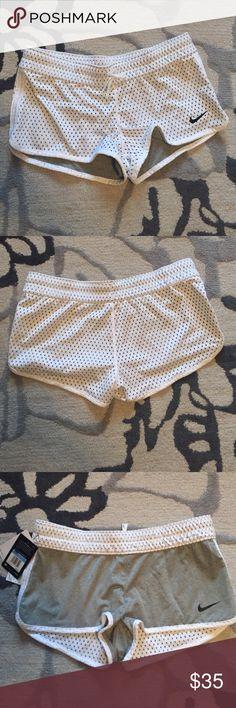 Nike reversible shorts NWT, size medium Nike Shorts