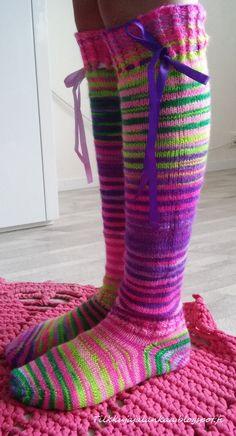 Tilkkuja ja lankaa: Värikimara sukat Knit Socks, Knitting Socks, Leg Warmers, Mittens, Legs, Accessories, Fashion, Tricot, Leg Warmers Outfit