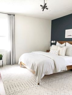 So cute home details. I love this interior design! It's a great idea for home decor. Cozy Home design. Bedroom Wall Colors, Accent Wall Bedroom, Wall Colours, Bedroom Color Combination, Casa Milano, Dark Accent Walls, White Walls, Farmhouse Style Bedrooms, Modern Farmhouse