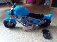 Crotchet Patterns, Play Gym, Minions, Crochet Hats, Miniatures, Knitting Toys, Motorcycles, Ideas, Activity Toys