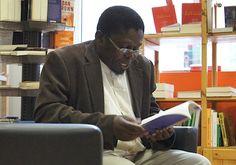 Ungulani Ba Ka Khosa, de nome oficial Francisco Esaú Cossa, formou-se em…