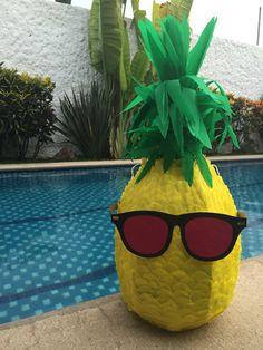 Piñata piña Party like a pineapple