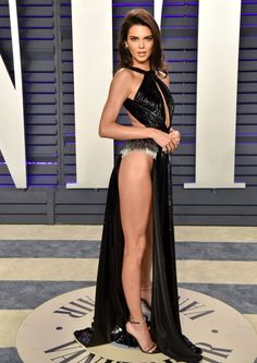 Every sexy dress from the 2019 Oscars after party, featuring Zoë Kravitz, Kendall Jenner, Emma Roberts and more. Kendall Jenner Height, Kendall Jenner Bikini, Kendall Jenner Outfits, Kendall And Kylie Jenner, Kendall Jenner Modeling, Sexy Outfits, Sexy Dresses, Stylish Outfits, Body Hugging Dress