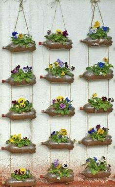 80 Awesome Spring Garden Ideas for Front Yard and Backyard garden Garden Crafts, Garden Projects, Garden Art, Outdoor Projects, Vertical Garden Design, Vertical Gardens, Vertical Planting, Jardim Vertical Diy, Bottle Garden