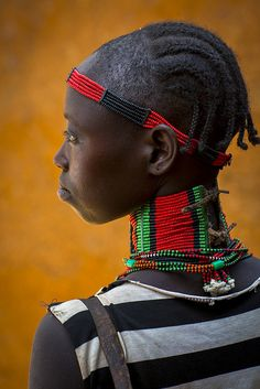 Hamer tribe woman with big necklace, Dimeka market by Eric Lafforgue, via Flickr - Les Hamers sont un peuple d'Afrique de l'Est vivant dans le sud-ouest de l'Éthiopie. Wikipédia