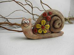 Šnek parádník - SLEVA z / Zboží prodejce Líísteček Clay Projects For Kids, Kids Clay, Polymer Clay Projects, Clay Crafts, Pottery Animals, Ceramic Animals, Clay Animals, Pottery Sculpture, Sculpture Clay