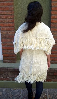# 004    - Chaleco Tapado tejido en Telar    - Long white vest knitted using the loom or traditional weaver