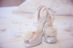 Aquí puedes encontrar algunos consejos para preparar tus zapatos y evitar que te molesten lo más mínimo el gran día.   #boda #consejos #zapatos #novia #elegancia #comodidad