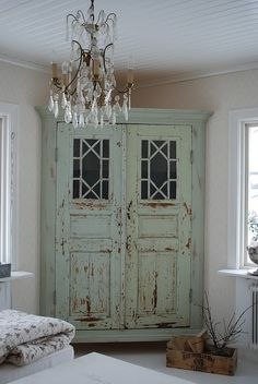 "Two doors made into a corner cabinet. // This is a little ""Shabby Chic"" for my taste, but I just LOVE the concept, and I LOVE old doors! Diy Casa, Old Doors, Antique Doors, Salvaged Doors, Repurposed Doors, Vintage Doors, Vintage Hutch, Antique Hutch, Vintage Kitchen"