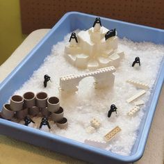 A super easy penguin sensory bin to celebrate the snow fall we had the other day ❄️ Winter Crafts For Kids, Winter Kids, Winter Snow, Snow Theme, Winter Theme, Nursery Activities, Activities For Kids, January Preschool Themes, Igloo Craft