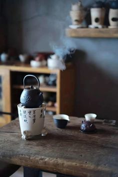 At the moment was quiet, and may be accompanied with the tea is a very pleasant way to enjoy! . . . #sundayfunday #tearoom #tealife #peaceful #quiettime #stove #charcoal #fineart #teapot #yixing #kettle #claypottery #exquisite #explore #elegant #oolong #dahongpao #wuyishan #rich #soft #flowery #chadao #té #gongfucha #joy #pleasant #chinesestyle #teaculture #teaceremony #morimatea