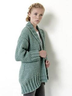 Let it snow, because you'll be warm in this Irish moss stitch pattern cardigan, knitted in Bernat Roving. Knit Cardigan Pattern, Cocoon Cardigan, Poncho, Sweater Knitting Patterns, Knit Patterns, Free Knitting, Chunky Cardigan, Chunky Yarn, Stitch Patterns