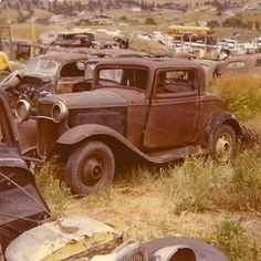 1932 Ford 3 window in a wrecking yard Abandoned Cars, Abandoned Places, Abandoned Vehicles, Vintage Trucks, Old Trucks, Kombi Trailer, Junkyard Cars, Rusty Cars, Barn Finds