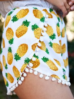 Note to self: Need to make myself some pineapple pants