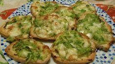 I crostini con zucchine e formaggi sono veramente semplici da fare e buonissimi da gustare.