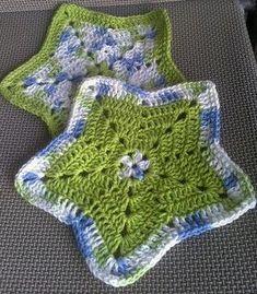 Little Star Dish Cloth or Wash Cloth - free crochet pattern by Elizabeth Ann White. 280 Ravelry projects. #CrochetDishcloth