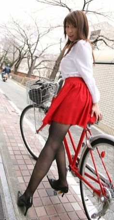 MeWe is the Next-Gen Social Network. Bicycle Women, Bicycle Girl, Pantyhose Outfits, Pantyhose Legs, Beautiful Legs, Beautiful Asian Girls, Beautiful Pictures, Female Cyclist, Cycling Girls