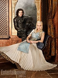 Game of Thrones' actors Kit Harington (Jon Snow) & Emilia Clarke (Khaleesi) Jon Snow And Daenerys, Serie Got, Film Serie, Xena Warrior Princess, Kit Harington, Emilia Clarke, Movies And Series, Movies And Tv Shows, Tv Series