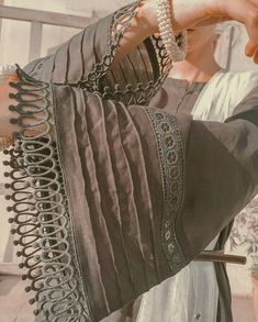 Neck Designs For Suits, Sleeves Designs For Dresses, Dress Neck Designs, Sleeve Designs, Pakistani Fashion Party Wear, Pakistani Dresses Casual, Pakistani Dress Design, Casual Dresses, Kurti Sleeves Design