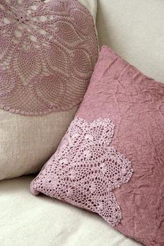 Les coussins accessoirisent les canapés, les fauteuils, les lits, donnent de la personnalité à une pièce. Les garnissages naturels (voir ci-...
